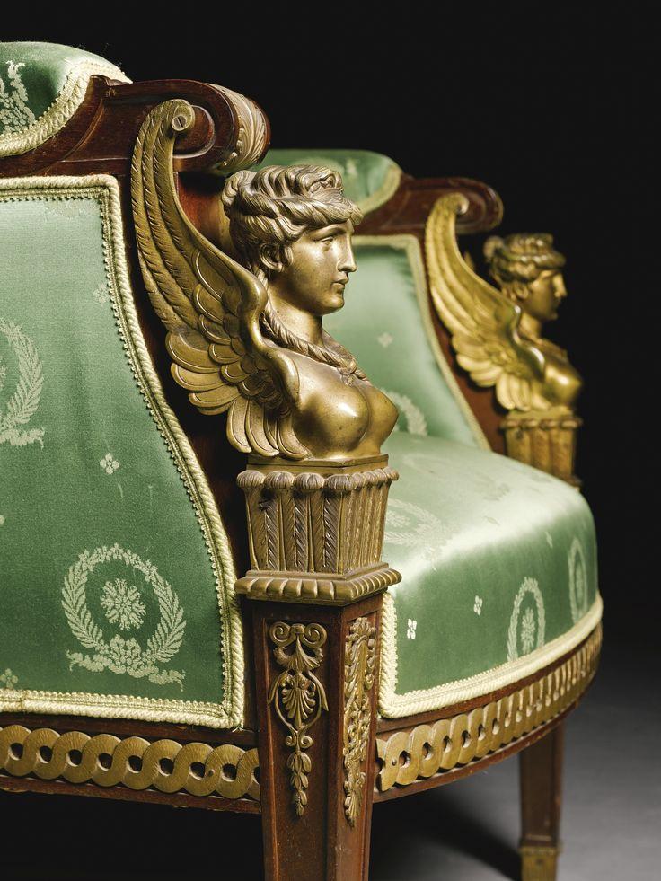 Стиле Ампир полированной бронзы и красного дерева семь частей салона люкс, Париж, конец 19 века, в стиле Жакоб-Desmalter включающий кровать, два кресла и четыре боковых стульев и установлены позже зеленый с золотом шелковая обивка дивана Ширина 64 1/4 дюйма. 163 см