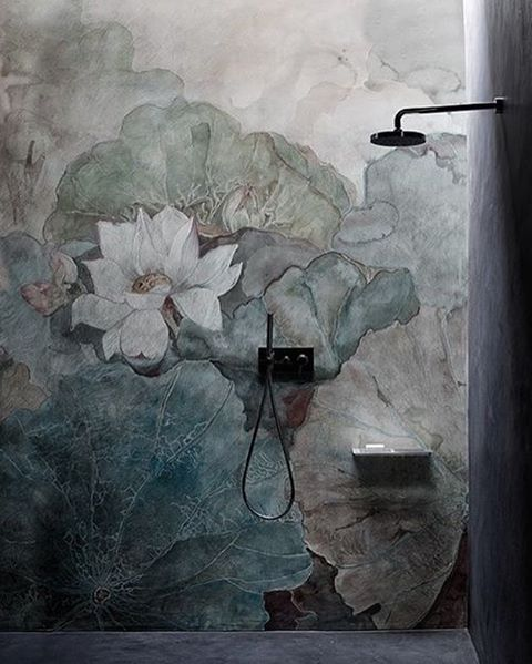 Amazing shower. I dont know who can make this but it is a Tadelakt mural in shower. Totally amazing and i would shower all day if i had it. Picture pintrest