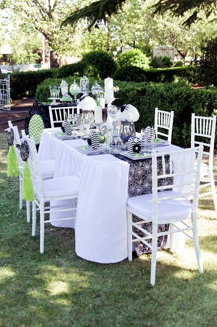 28 Wonderful Outdoor Halloween Party Ideas With Elegant White Table And Chair Flower Candleholder Pump