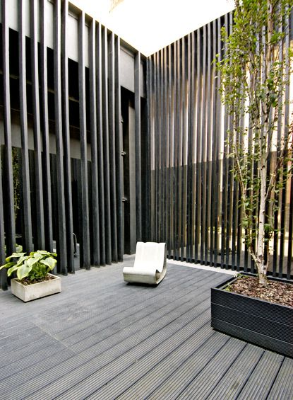 ...Fence Buildings Architecture, Outdoor Living, Lost House, Tall Fence, Gardens, Slat Wall, Outdoor Spaces, Vertical Screens, Urban Patios