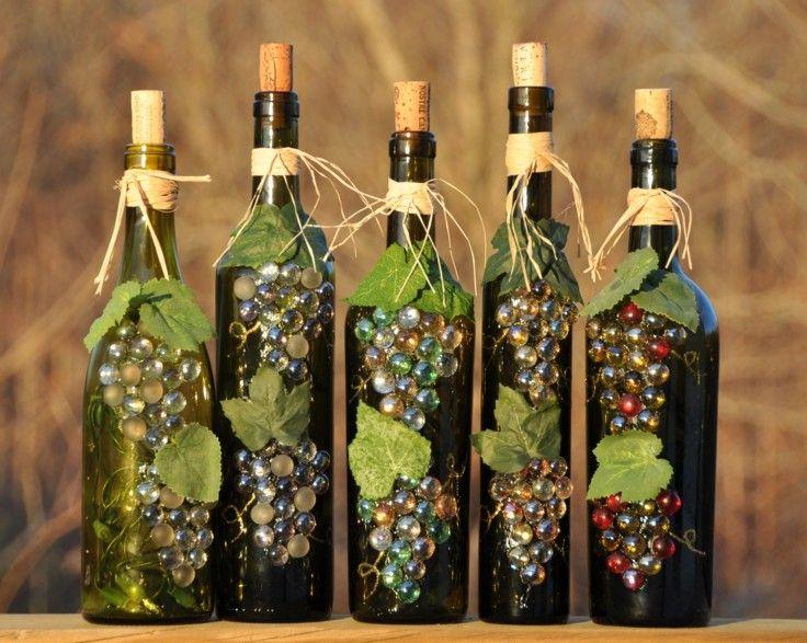 bonita decoración con botellas de vino