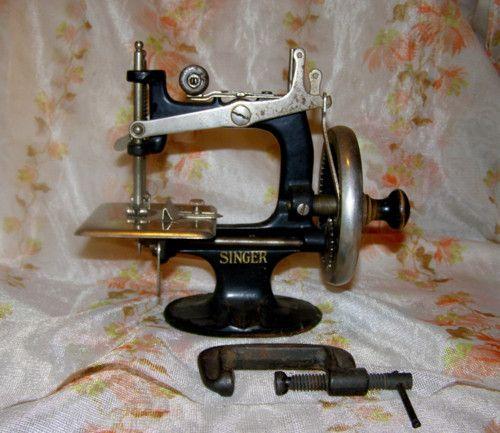 Šicí stroj Singer, hračka, miniatura 18 cm 7000,-