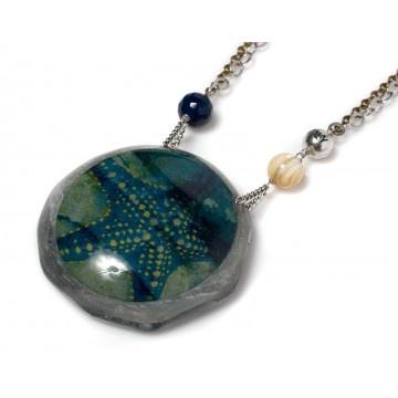Marina necklace with round starfish pendant by Donatella Pellini. Agate, resin, acesta rathbuni.