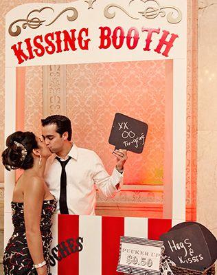 будка для поцелуев на свадьбе