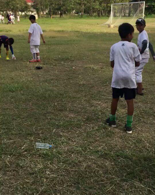 カンボジアの 子供達喜んでくれた(.) 嬉しいです カンボジアの子供達にも 野球を楽しんでもらえるように これから頑張っていきます A S K  #YSF #workout #infielder  #高校野球  #training #草野球 #baseball  #オーダーグローブ #甲子園 #プロ野球  #baseballmom  #quickhands #프로야구 #홈런 #uniform  #当て捕り #baseballcap #fight #高校球児 #yankees #女子野球 #少年野球 #majorleague #MLB  #Homerun #Baseballglove #Baseballlife #Softball #Softballlife #littleleague     飛鳥のYouTube  https://www.youtube.com/channel/UCLWMNAA1EG8agoLNjVA4uMA  完全予約制です 事務所の住所  562-0004 箕面市牧落1丁目5-13 シャレード牧落2  2階  YSF事務所    取り扱い店舗一覧…
