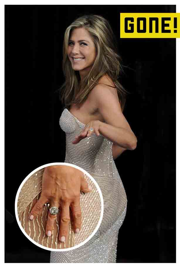 Jennifer Aniston and Justin Theroux Remove Their Wedding Rings  Snap! Jennifer Aniston has removed her wedding ring two weeks after announcing the end of her marriage from Justin Theroux, and he's done the same! © Atlantic Images #Jen #JenniferAniston #JustinTheroux