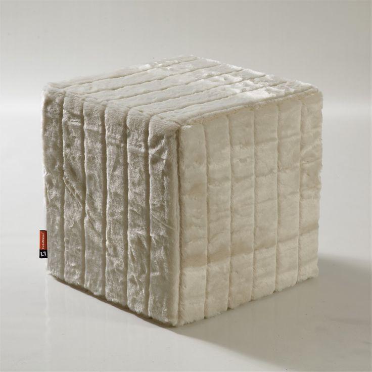 CubeMaker® - Schneefuchs Designcube Sitzwürfel. #fell #fur #cube #furniture #möbel #design #snow #fox