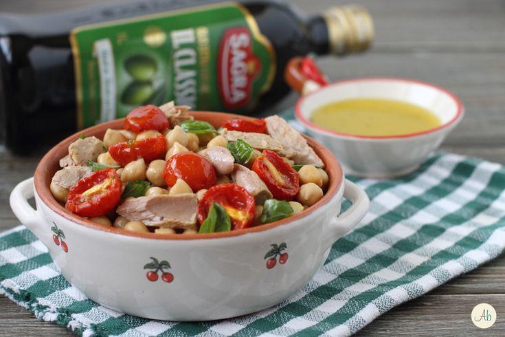 Insalata di Ceci Tonno e Pomodorini Confit - un'insalata gustosa e particolare, ottima per accompagnare secondi piatti saporiti, perfetta come piatto unico.