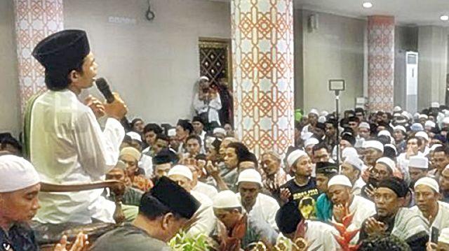 RiauJOS.com, Bali  - Ustadz Abdul Somad menyampaikan klarafikasi dan kronologi kejadian penolakan atasnya oleh elemen ormas di Bali.   Us...