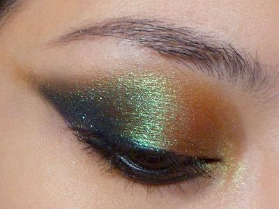 Dramatic Duo-chrome Winged Eyes (MAC Green Brown and L'oreal Infallible 014 Eternal Black)