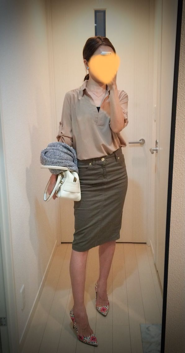 Shirt: Rakuten shop Skirt: DEUXIEME CLASSE Cardigan: Theory Bag: J&M Davidson Heels: J. Crew