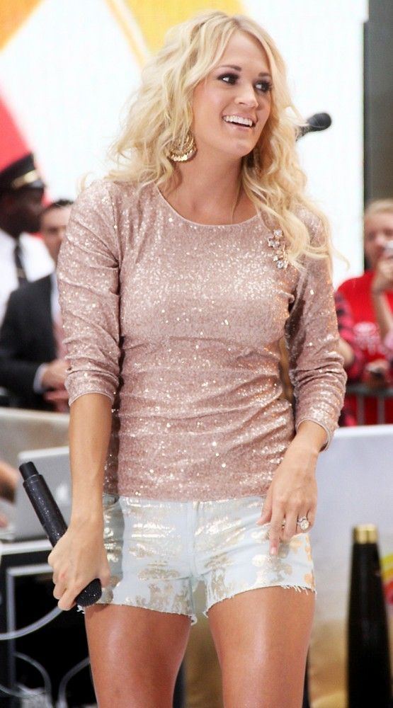 love her outfit.        carrie underwood