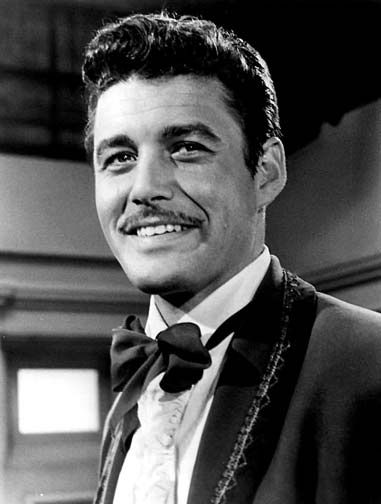 Guy Williams, born Armando Catalano in NYC. El Zorro died in his apartment in Calle Ayacucho in Recoleta in 1989. Frequently  seen at La Biela bar.