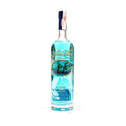 Un Gin on the rocks? @magellangin para paladear sabores y disfrutar de aromas. Ce sera un plaisir espirituel!!