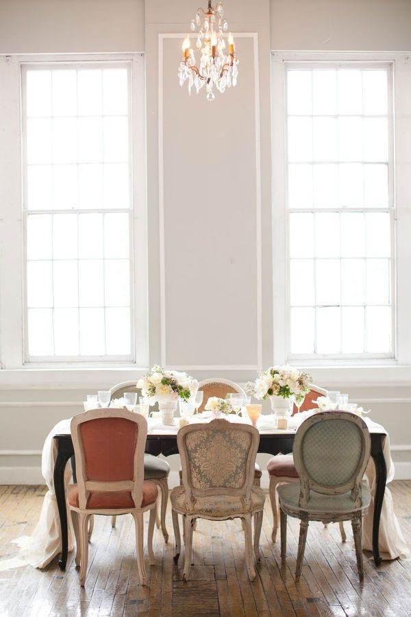 periwinkleliving: Love the mix of chairs  (via Pinterest)