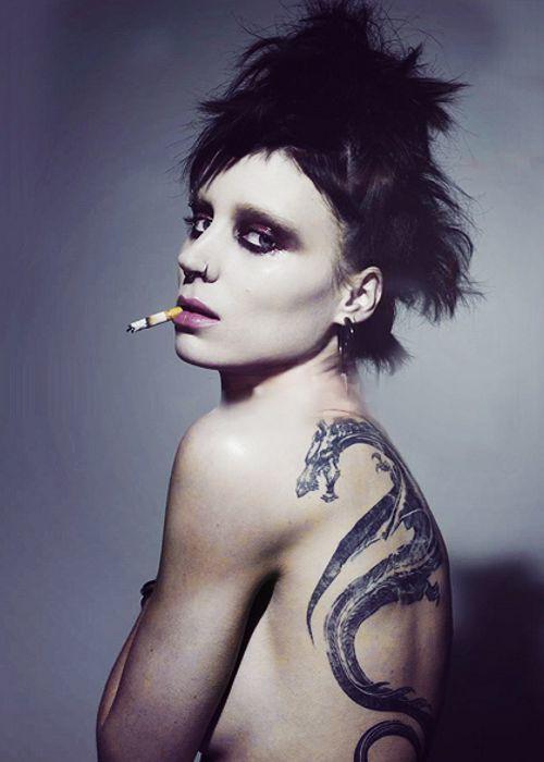Картинки певицы с татуировкой дракона