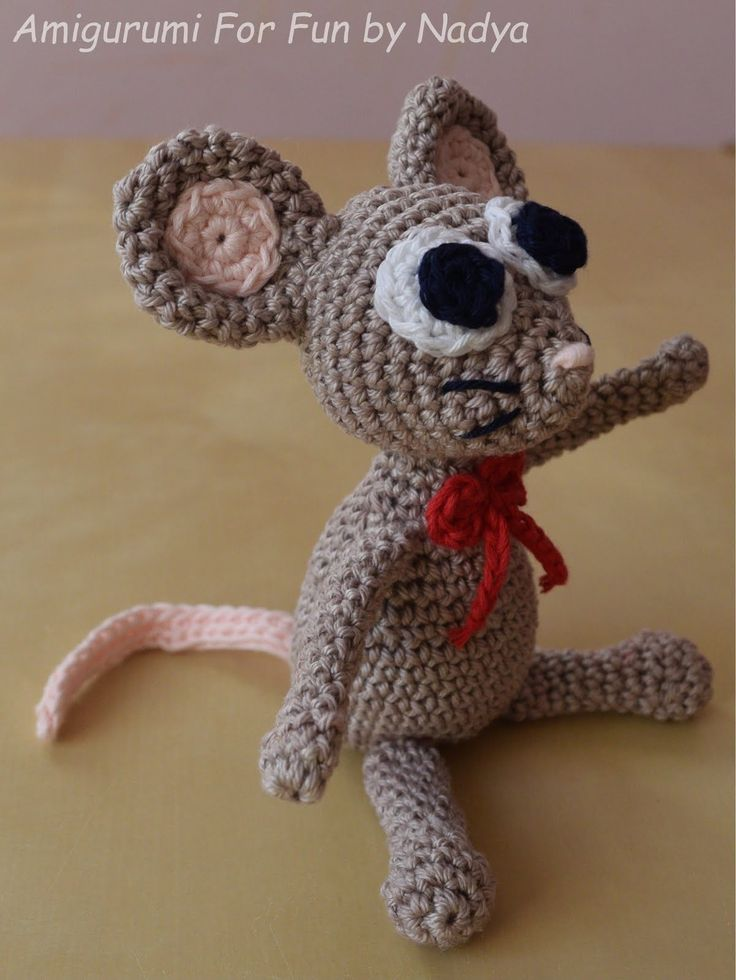 I started this project as something else and somehow I ended up with a mouse. It is about 14 cm in sitting position. (5 and a half inches...
