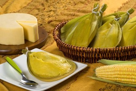 """Pamonha  Grated corn, milk and sugar form the firm and soft candy that is wrapped in warm corn husk itself - a recipe African, who enjoyed everything! But the name comes from Tupi, pa'muña, which means """"sticky"""". Interesting Fact: Piracicaba (SP) may be the market leader - for contempt of Goiás, but the world's largest tamale was 408 kg and was produced in the city of Santo Amaro da Imperatriz, in Santa Catarina!"""