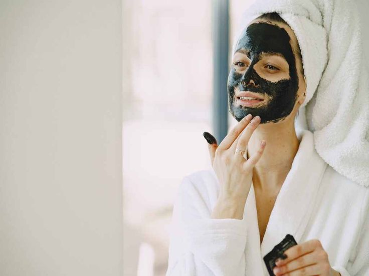 Want to know which is the best facial mask for your skin? In this article we will look at the different skin types, masks on the market, and which is the best facial mask to use for the specific skin. Activated Charcoal Mask, Charcoal Face Mask, Ayurveda, Dark Circle Cream, French Skincare, Sun Damaged Skin, Facial Steaming, Clear Skin Tips, Homemade Face Masks