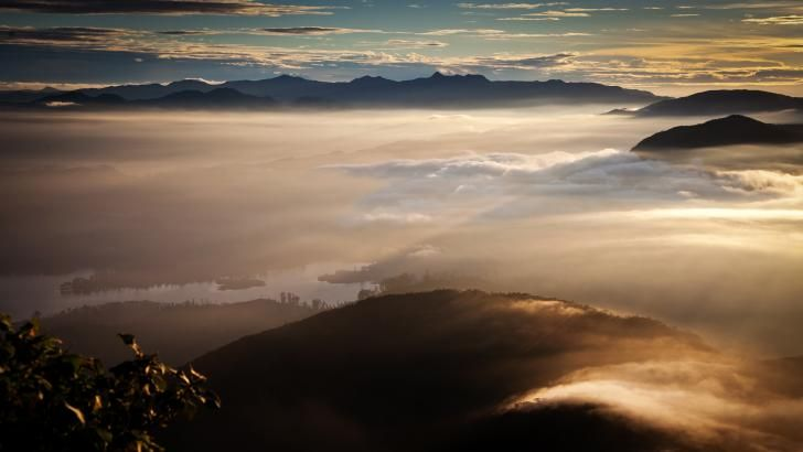 Oplev en fantastisk solopgang fra Adam's Peak på Sri Lanka