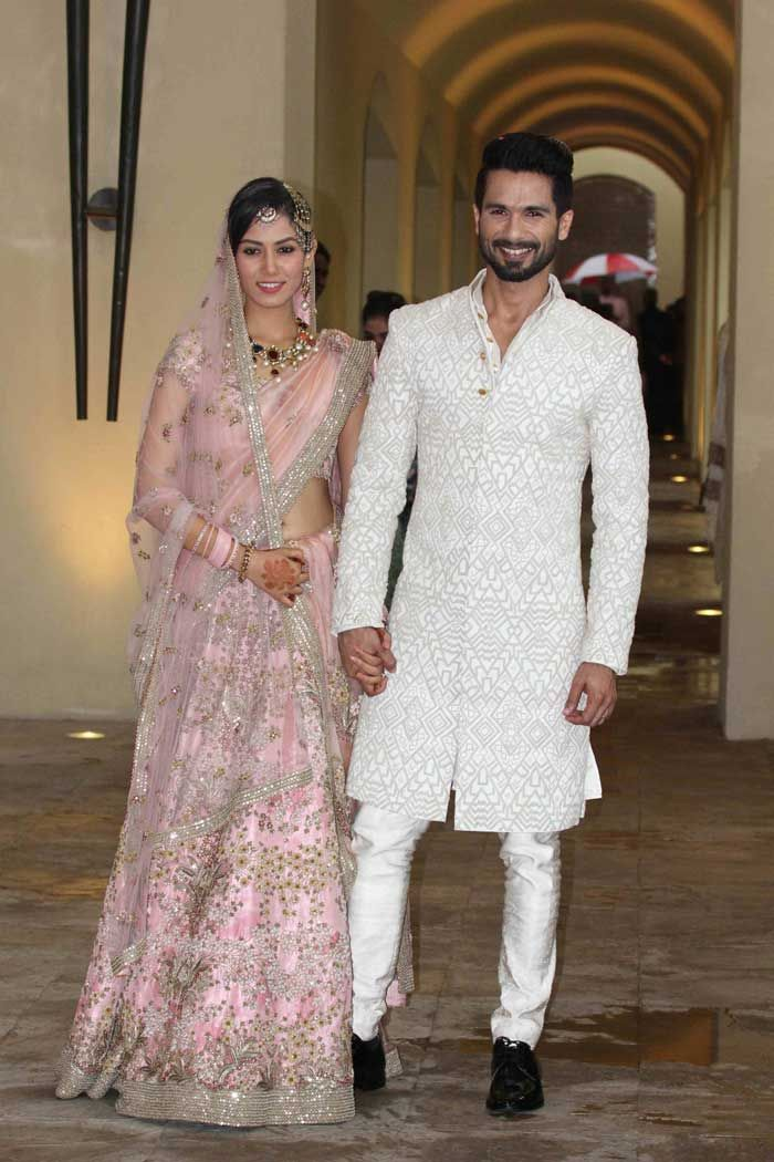 Shahid Kapoor, Mira Rajput #JustMarried Pics: Mira's in a delicate rose-hued Anamika Khanna lehenga w/ just the right amount of shimmer & shine that complimented Shahid's cream-white Sherwani suit. w/ elaborate Navratna neckpiece & earrings set, & teamed her look w/ a 'maang-tikka', 'jhoomar' & head ornaments on low-bun hairdo. (July, 2015)