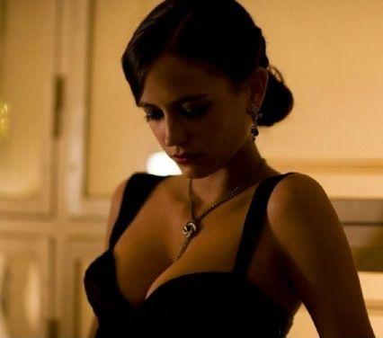 bond girl casino royale kleid
