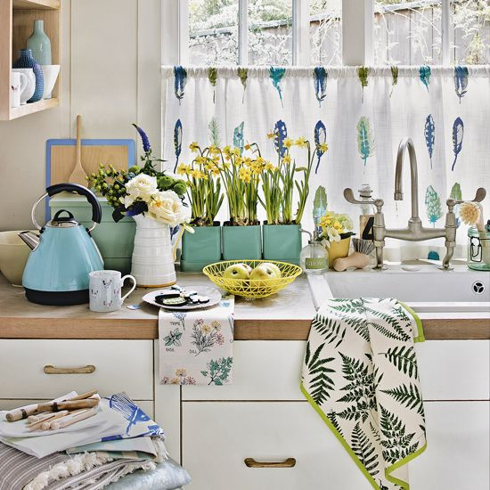 Ways to revive a country kitchen