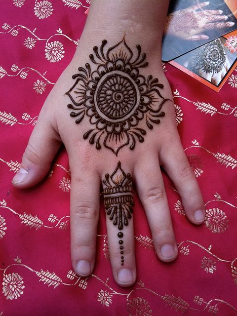 Henna hand design by heartfire, via Flickr