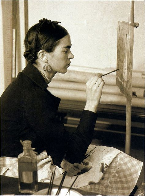 "Frida Kahlo painting ""Self-Portrait on the Borderline Between Mexico and the United States in the Detroit Institute of Arts mural project studio, 1932. #MexicanArtist #LoveMexico http://gotomexico.co.uk/"