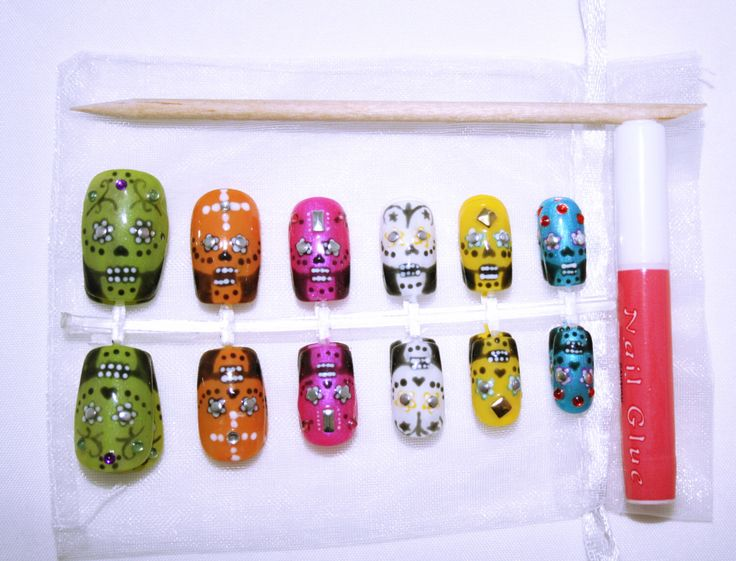 Hand Painted Short to Medium Length Multicolour Sugar Skull False Nails // Gifts for Her // Faux Ongles // Uñas Postiza // Falsche Nägel by OhAislinn on Etsy https://www.etsy.com/uk/listing/233625210/hand-painted-short-to-medium-length