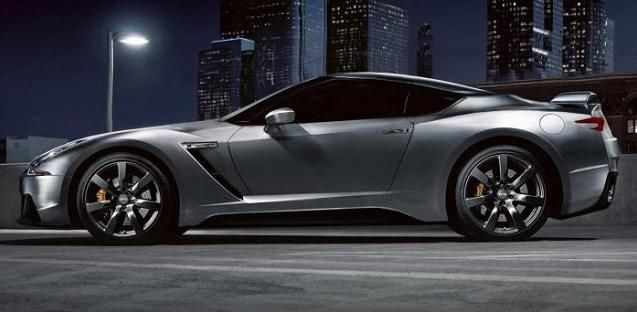 2017 Nissan GTR side