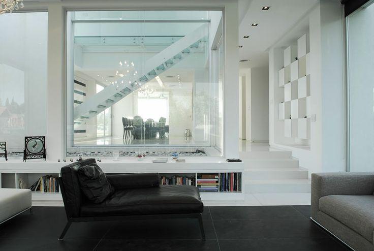 Pilar House (2010) Proyecto, Dirección de Obra y Construcción  Más información: http://vanguardaarchitects.com/es/what-we-do.php?sec=house&project=38  #Arquitectura #Architecture #Disenio #Design #SittingRooms #SalaDeEstar