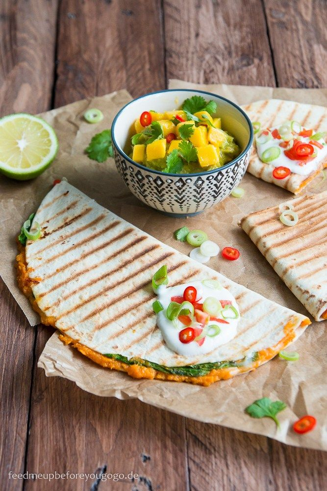 Süßkartoffel-Spinat-Quesadillas mit Mango-Guacamole Rezept Feed me up before you go-go