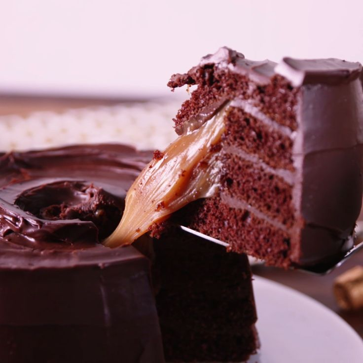 Rolo lovers, try not to freak out when you see this cake.