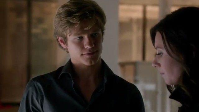 "Lucas Till as Angus MacGyver in MacGyver 1x19 ""Compass"""