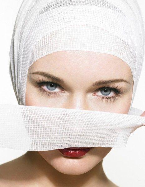 Trop large, trop fin, trop bossu? Quand on ne voit plus que ça dans le miroir, faut -il penser à l'opération? http://www.elle.fr/Beaute/Chirurgie-esthetique/Rhinoplastie-2864354