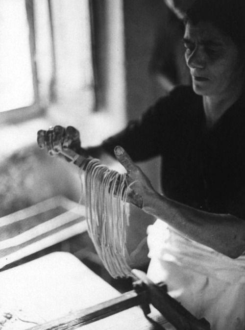 Preparing long spaghetti. by Fred Lyon. Italy, 1966. #TuscanyAgriturismoGiratola