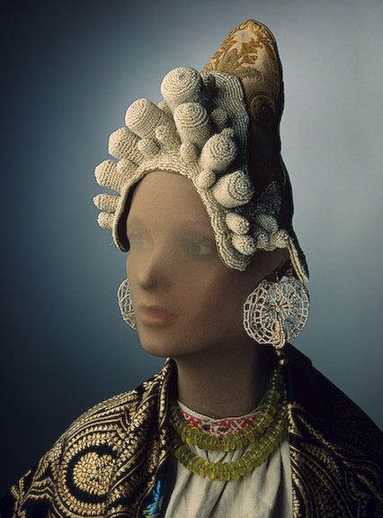 Kokoshnik Russia (Pskov), 2nd half of the 19th century The Hermitage Museum Donate to the Russian LGBT Network