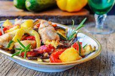 Pollo con verdure gratinate, cotto al forno, ricetta veloce, facile, verdure a stick, melanzane, zucchine, patate e peperoni, secondo piatto semplice e saporito
