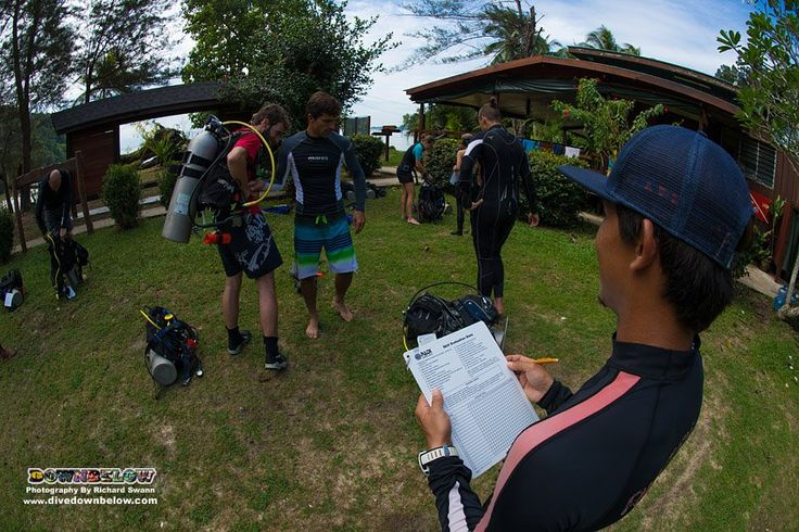 Pablo evaluates Ray and Pavel completing their pre-dive safety check skill as part of the 24 dive skills circuit assessment!