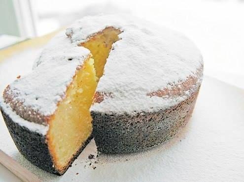 Очень простой, нежный и, главное, вкусный кекс. Подойдет для тех случаев, если неожиданно придут гости, а также просто для семейного уют...