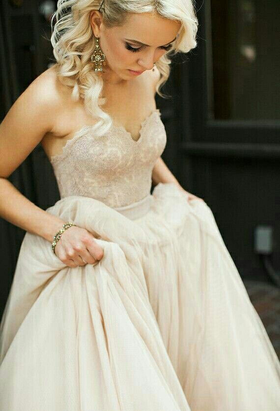 Trouwjurk van Watters. Deze romantische Watters bruidsjurk is in verschillende zachte kleurtjes verkrijgbaar..