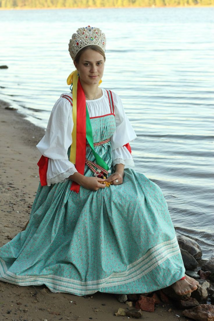 russian wedding peasant style wedding dress Russian bride in traditional peasant style weddings