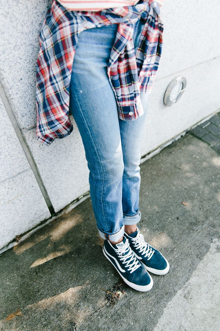 madewell perfect fall jean, penfield® jansen plaid shirt + vans® sk8-hi slim zip high-top sneakers in navy leather worn by paris-born musician and bassist adeline michèle in the DUMBO neighborhood of brooklyn, new york. #everydaymadewell