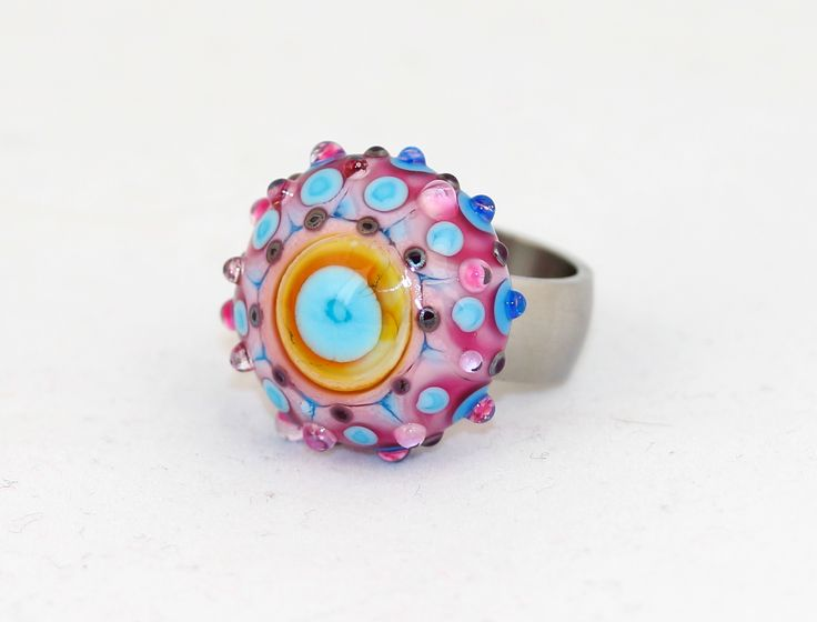 'Spicy ' ring in romantic style