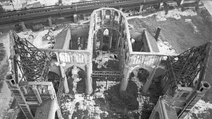 De Laurenskerk na het bombardement