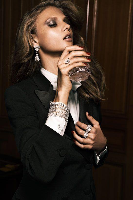 Vogue Paris, mai 2011  Anna Selezneva photographiée par Claudia & Stefan pour la série bijoux Casino du numéro de mai 2011 de Vogue Paris