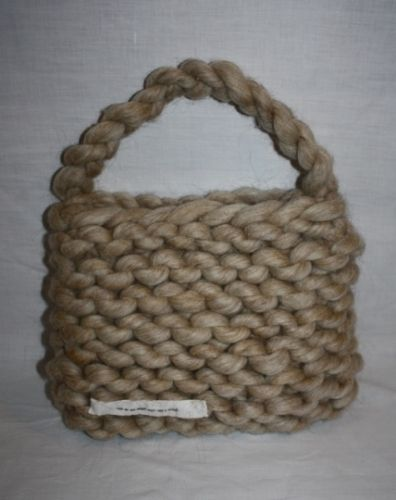 knitted bag in super bulky yarn and giant knitting needles 25mm, fat russian roulette merino yarn  worldwide shipping online shopping! www.min-design-strikk.no