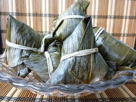 I know now is not the right time to introduce glutinous rice dumpling, as Dumpling festival ( 端午節 ) which traditionally is celebrated in Ju...