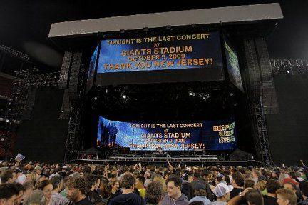 Springsteen - Last concert at Giants Stadium 2009.  AMAZING!!